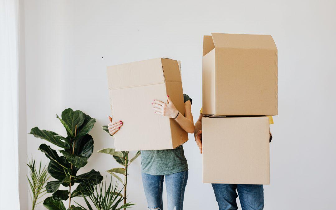 Mladým lidem se dařilo šetřit na vlastní bydlení. Poté se ceny změnily